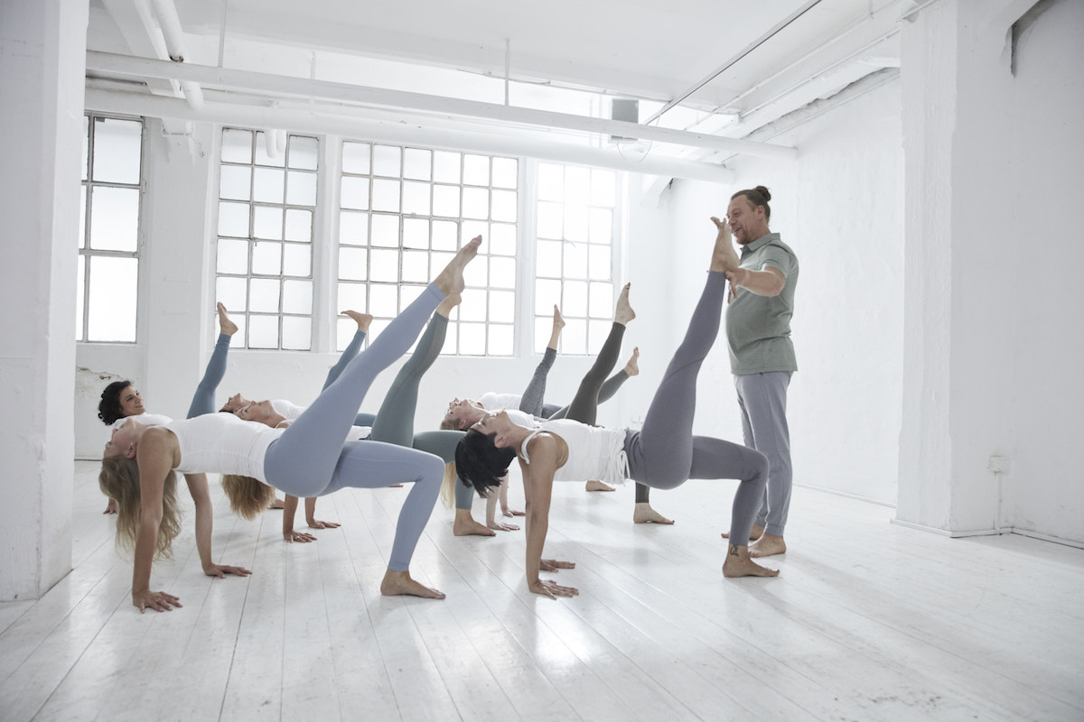 LIVESTREAM & LIVE IM STUDIO: POWER YOGA INSTITUTE TEACHER TRAINING MASTERCLASS MIT DIRK